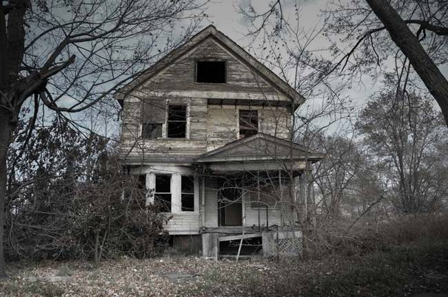 Awesome 15 Photos Of The Most Haunted Houses In America The Stories Largest Home Design Picture Inspirations Pitcheantrous